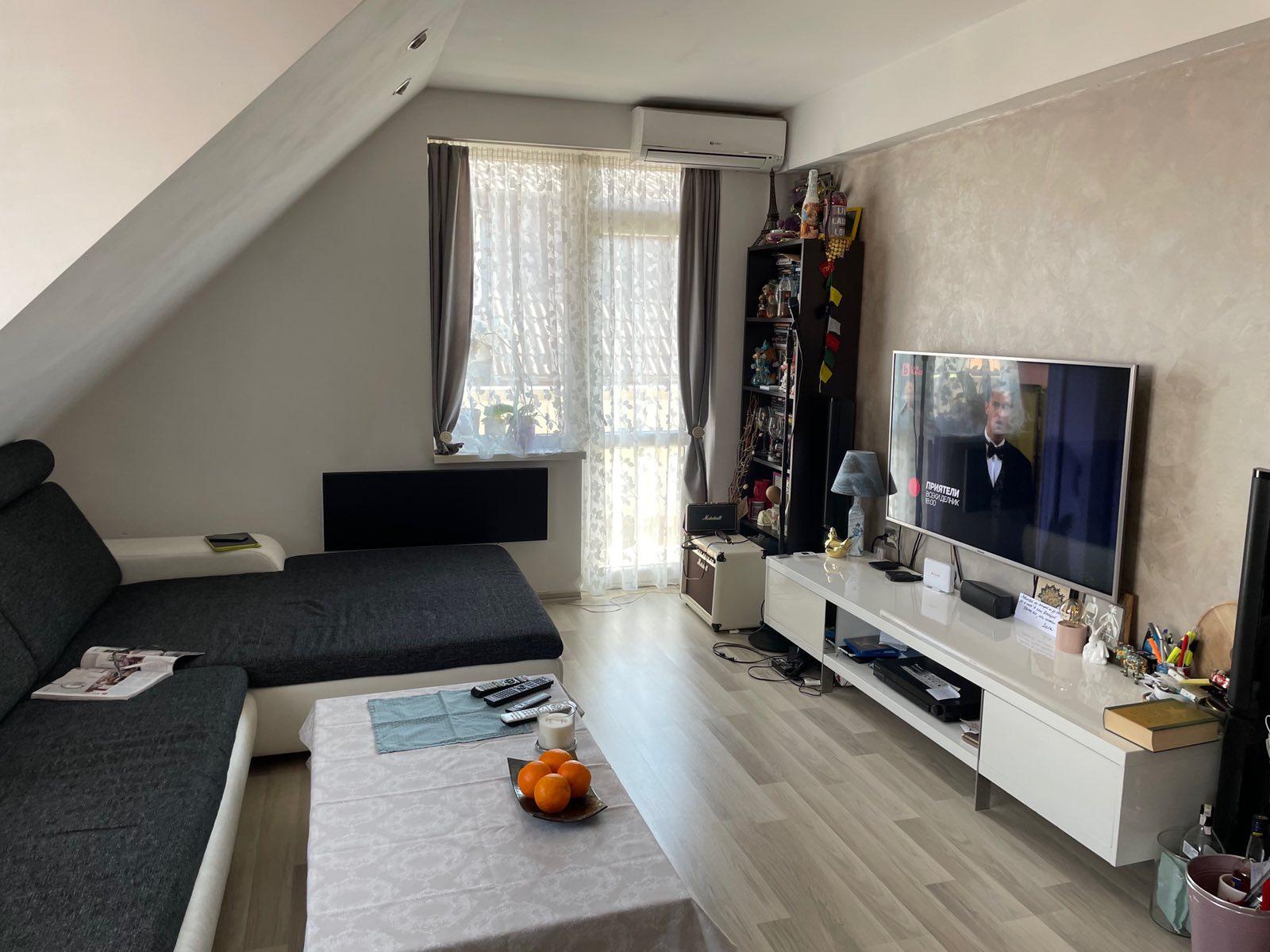 Тристаен апартамент с гараж – център
